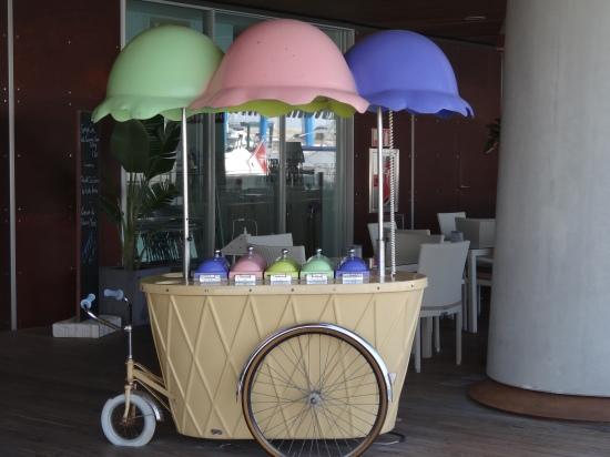Carrito de helados en Port Adriano ¡para comérselos todos!