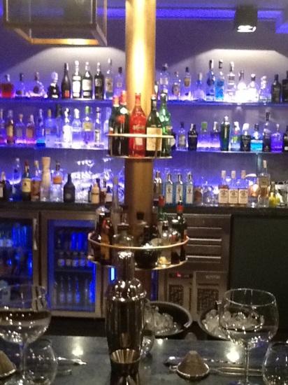 Interior de la coctelería del Club Restaurante Dime