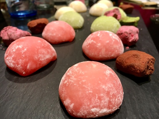 Mini mochis y trufas de chocolate
