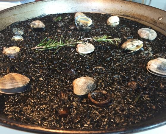 Arroz con chipirones, calamares y almejas
