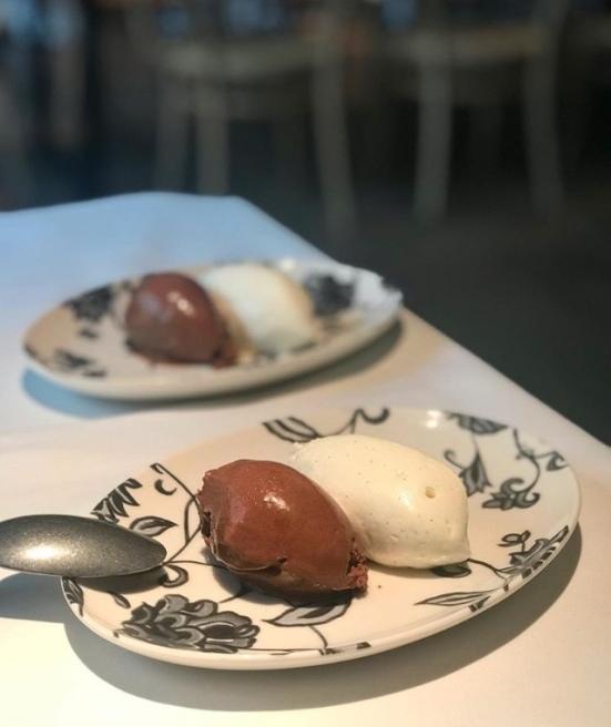 mousse de chocolate y chantilly