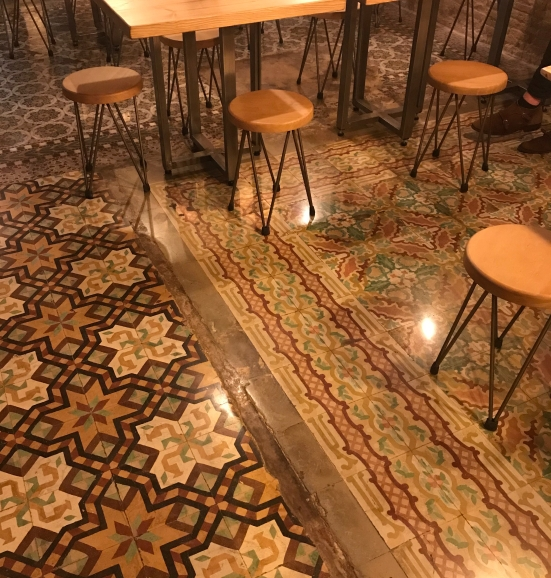 baldosas con el mosaico hidráulico hexagonal