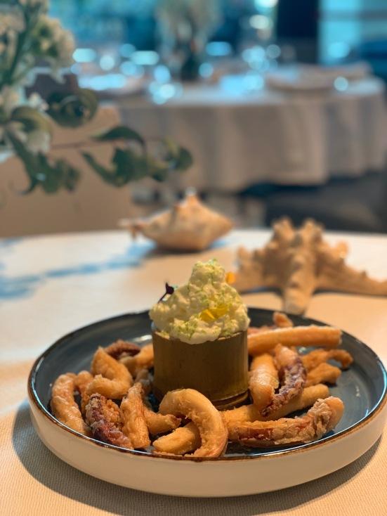 Calamares a la romana con mayonesa de lima